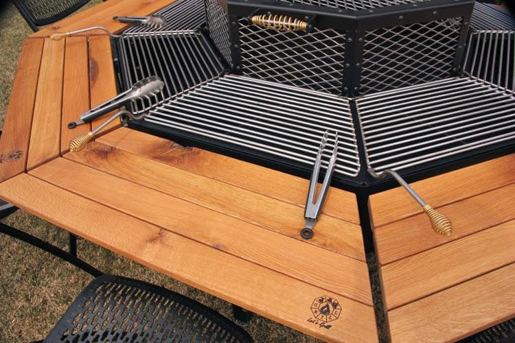die grillparty am achteckigen grill. Black Bedroom Furniture Sets. Home Design Ideas