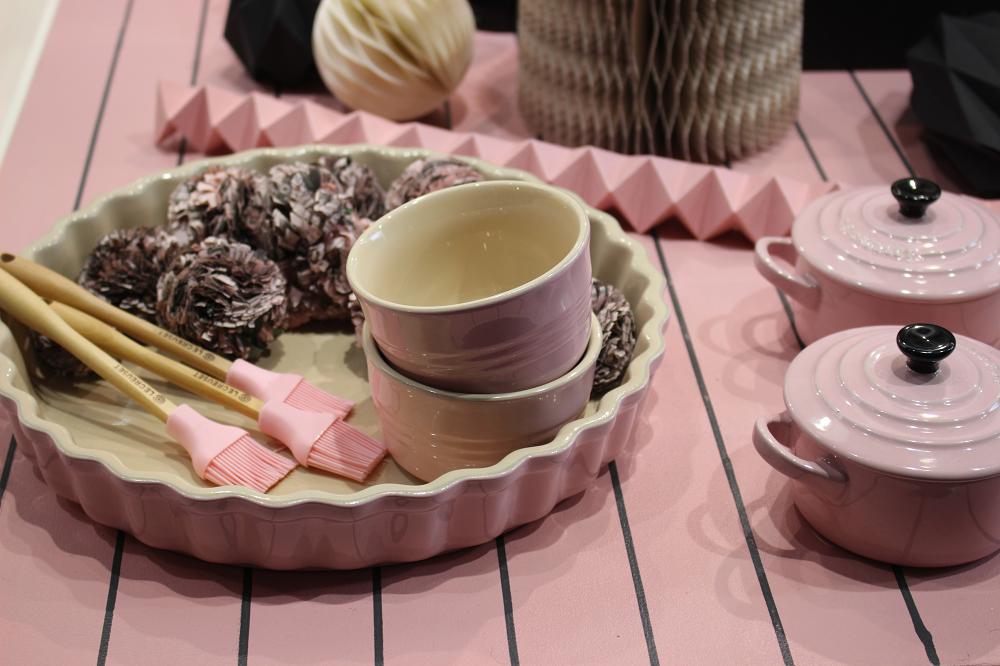 le-creuset-chiffon-pink-ambiente-2016-foodblog