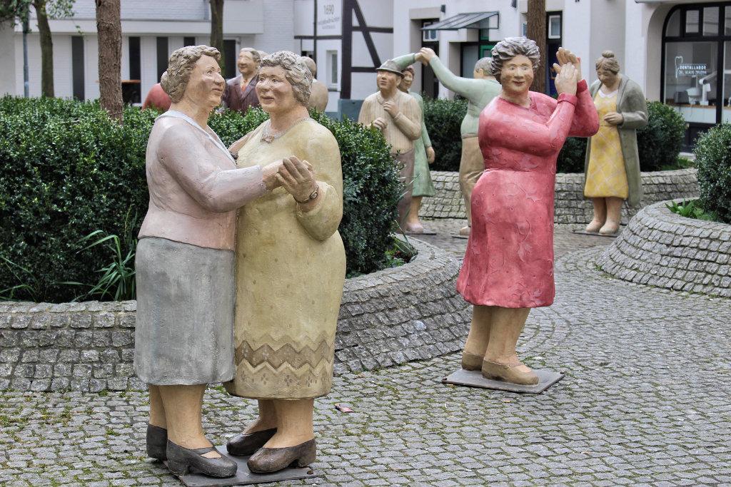 ausstellung-wiedenbrück-bilder-figuren-innenstadt