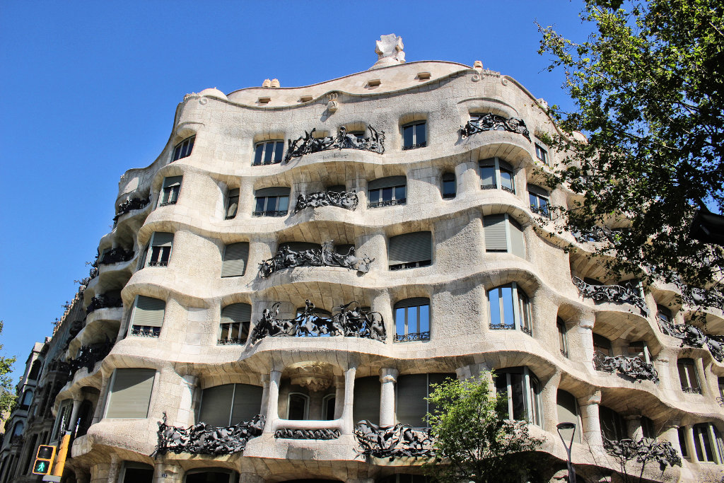 la-padrera-barcelona-sightseeing-casa-mila-run (3)