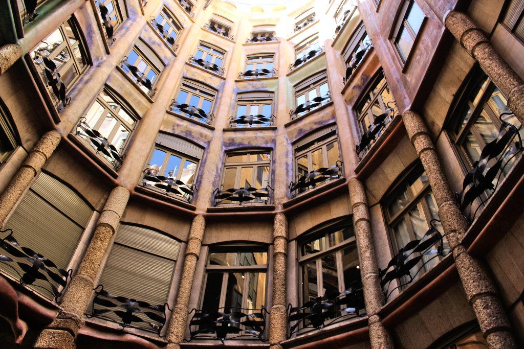 la-padrera-barcelona-sightseeing-casa-mila-run (5)