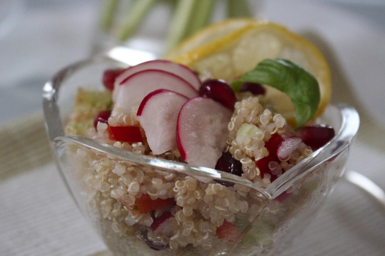 superfoodsunday-granatapfel-quinoa-salad-vegan-salat-basilikum-2