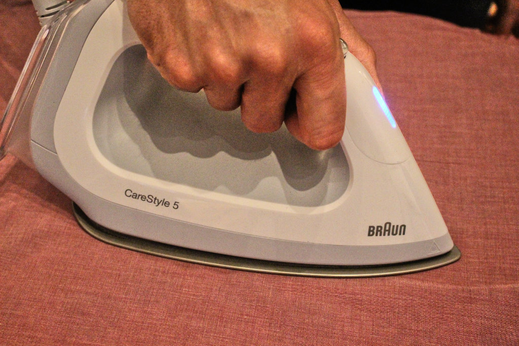 braun-buegeleisen-icare-männer-technologie