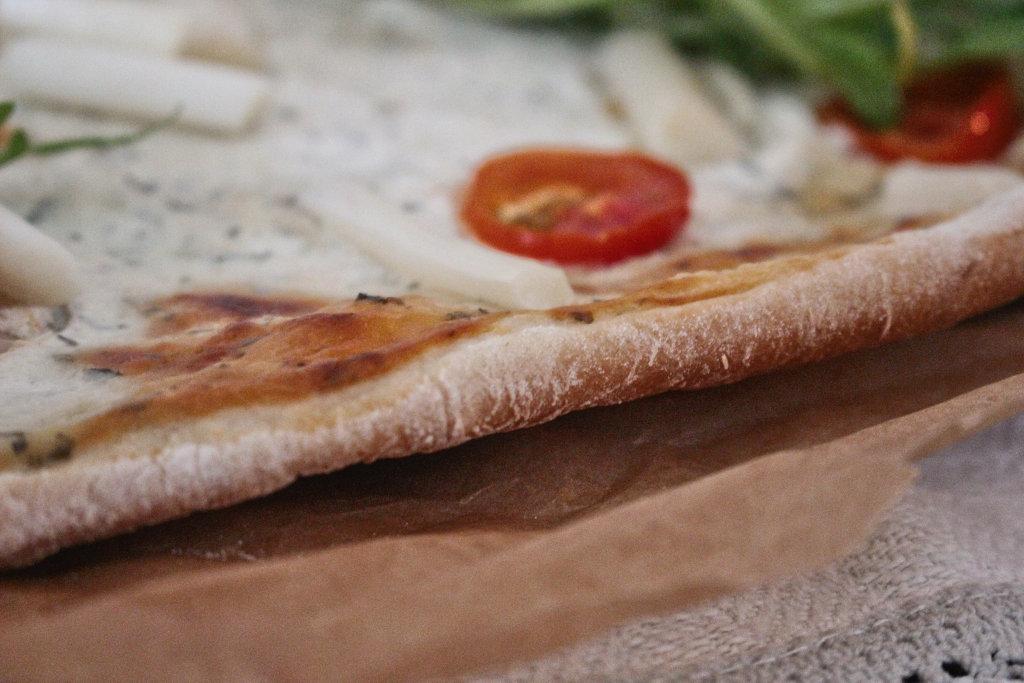 vegan-spargel-pizza-rezept-roh-ruccola-pesto (2)