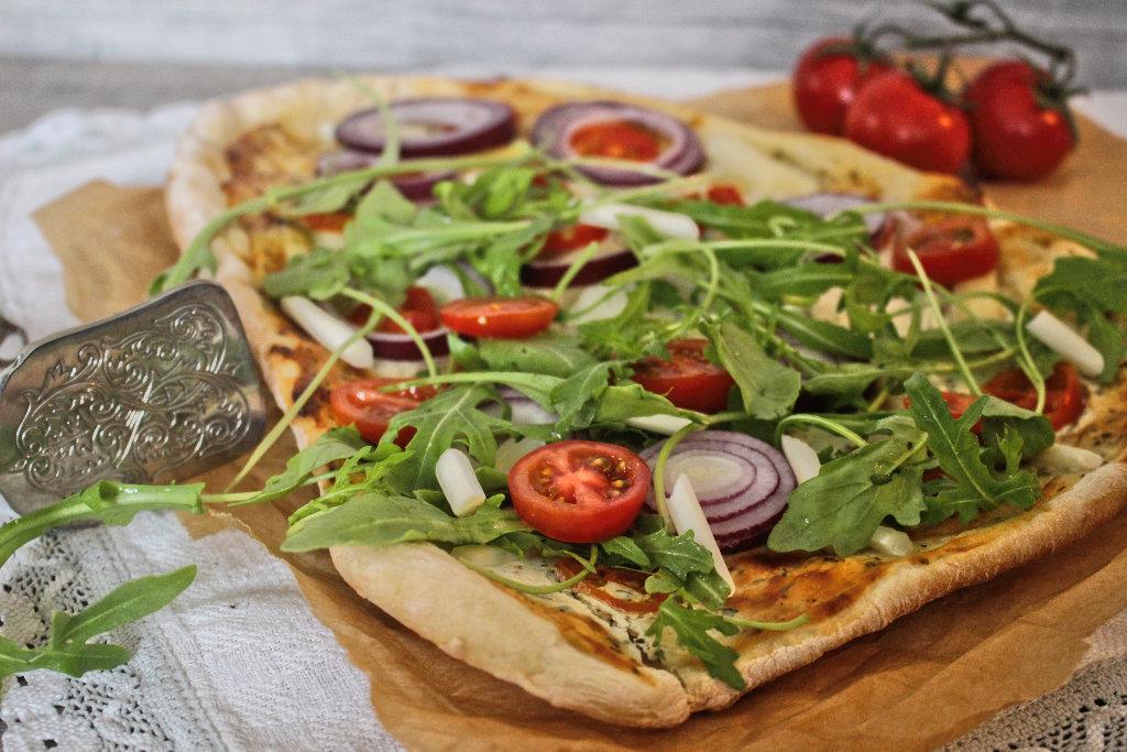 vegan-spargel-pizza-rezept-roh-ruccola-pesto (3)