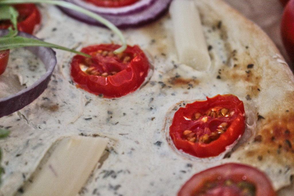 vegan-spargel-pizza-rezept-roh-ruccola-pesto (5)