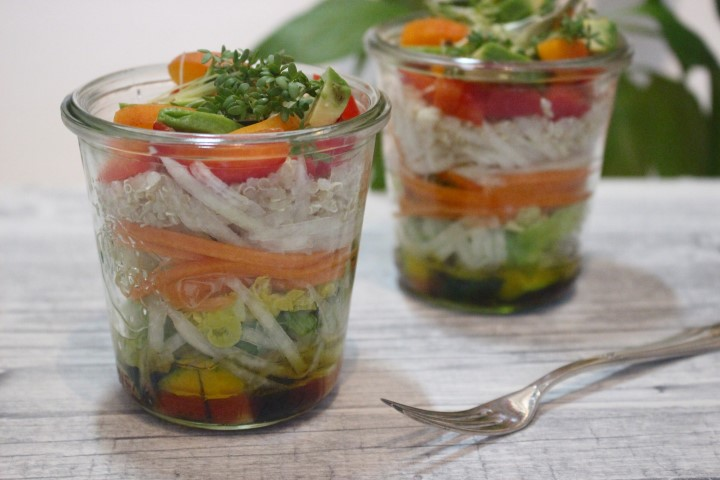 veganer-quinoa-salat-mit avocado-und-aprikose-rezept-fitnessfood (11)