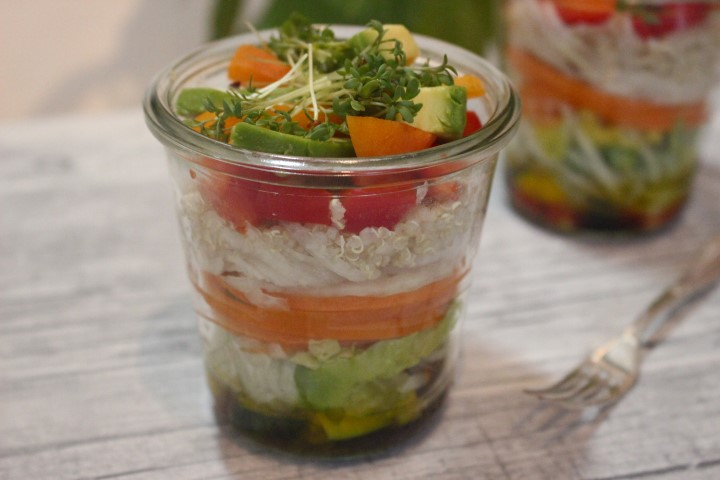 veganer-quinoa-salat-mit avocado-und-aprikose-rezept-fitnessfood (3)