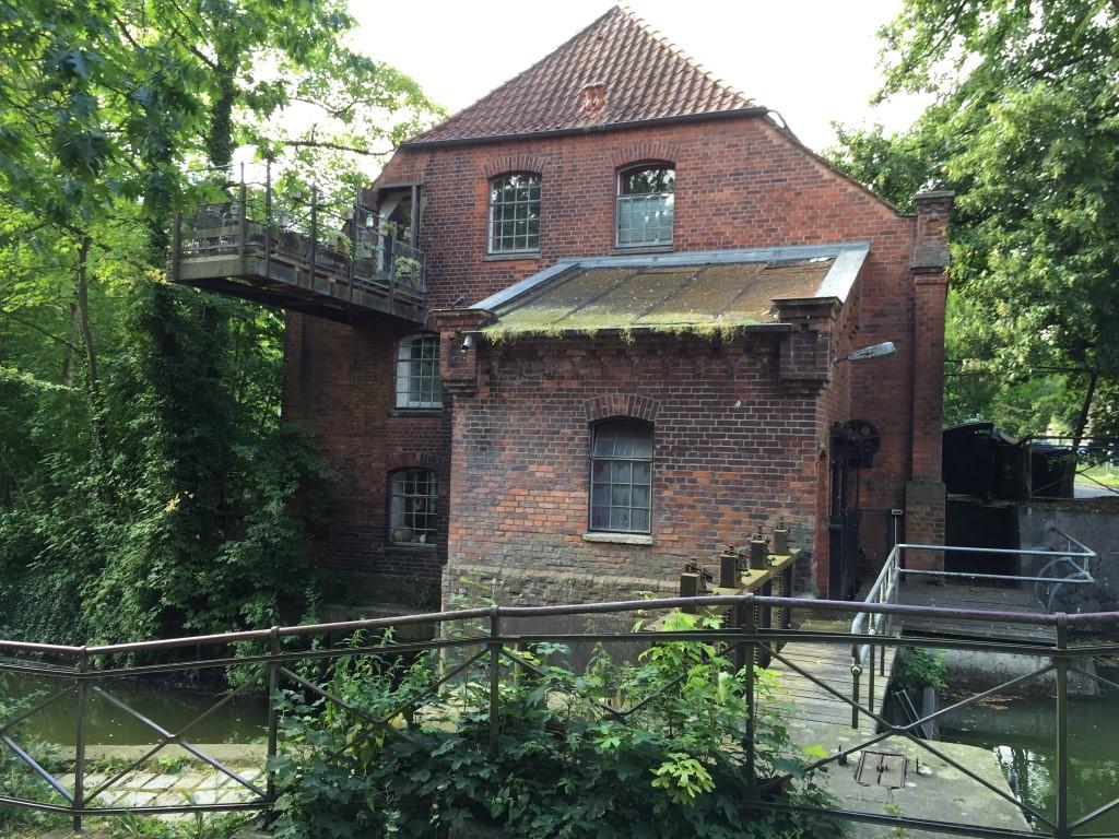 luebeck-schleswig-holstein-trave-kanal-german-city (3)
