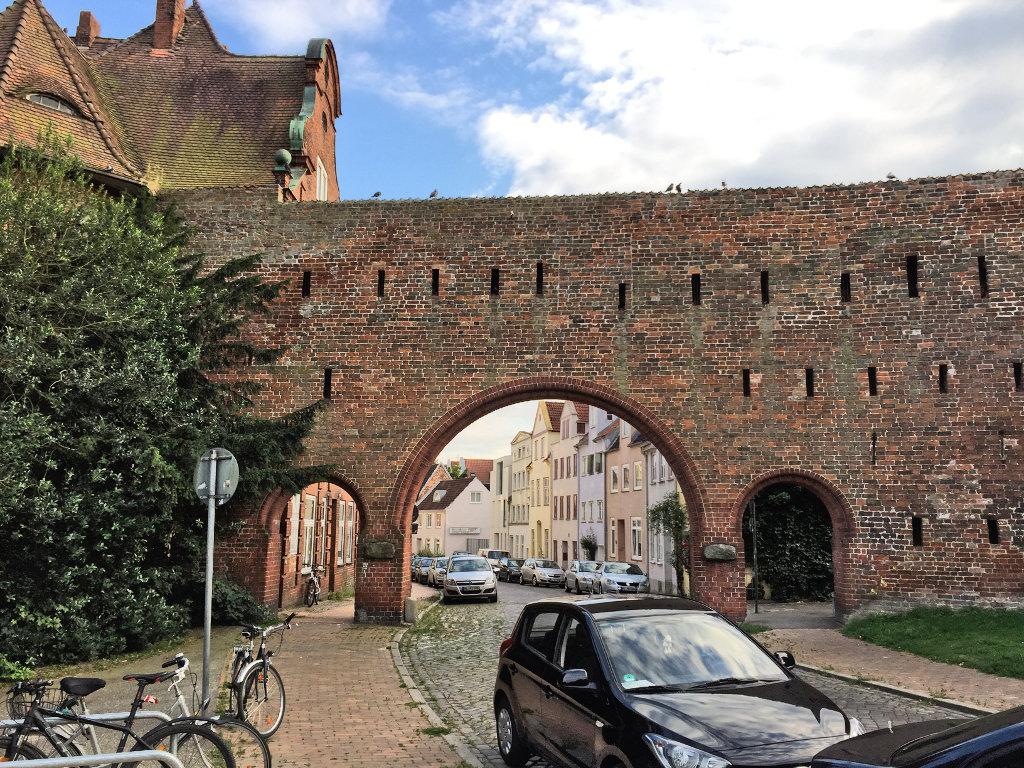 stadtbefestigung-luebeck-altstadt-burgtor-burgstrasse-schleswig-holstein (1)