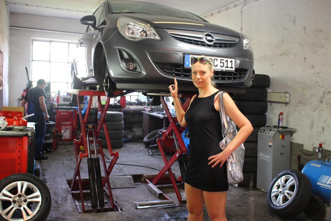 gute-werkstatt-in-wroclaw-breslau-red-car (4)