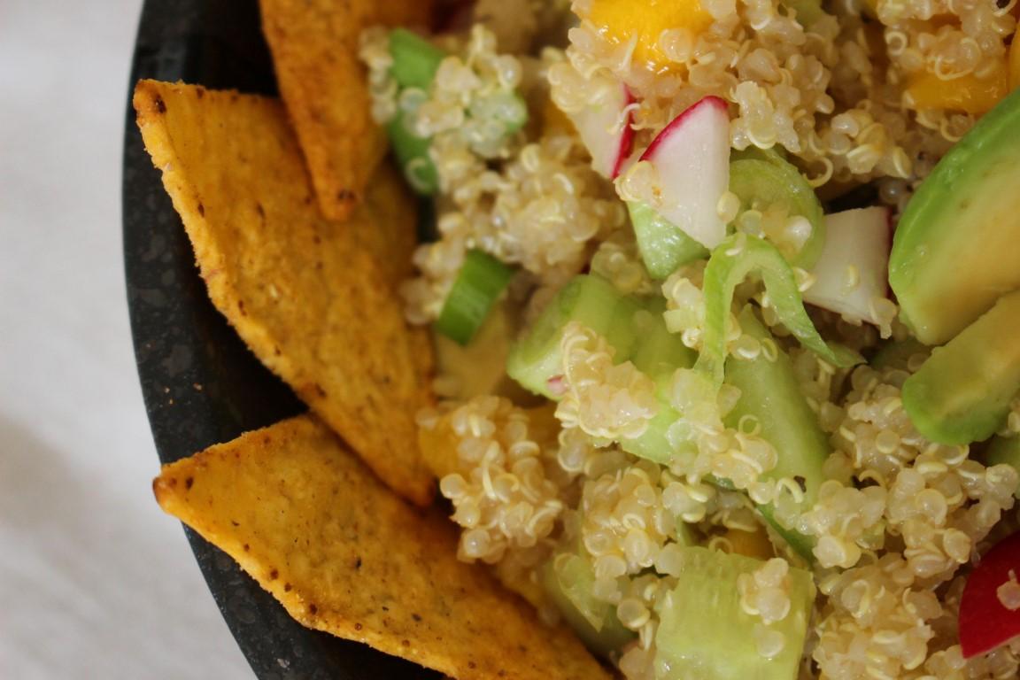 vegan-quinoa-tacco-salat-mit-avocado-und-mango-rezept-sommer (6)
