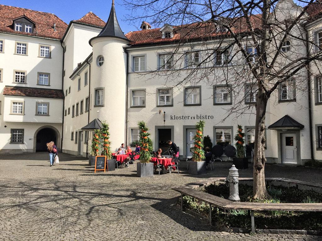 An der Stiftsbibliothek St. Gallen