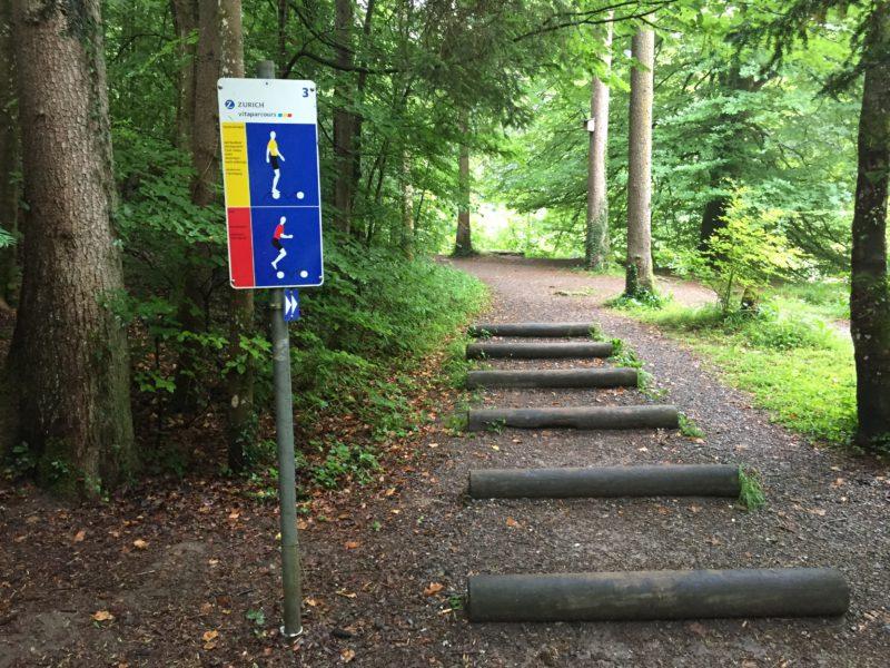 Übung für Geschicklichkeit und Kraft am Vitaparcours Rantelwald