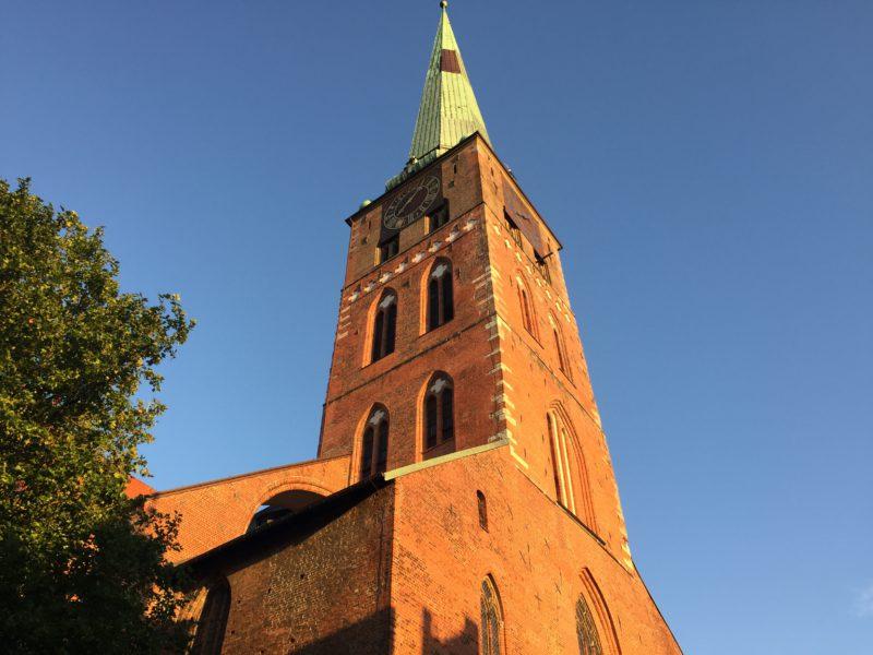 Jakobikirche im Abendrot