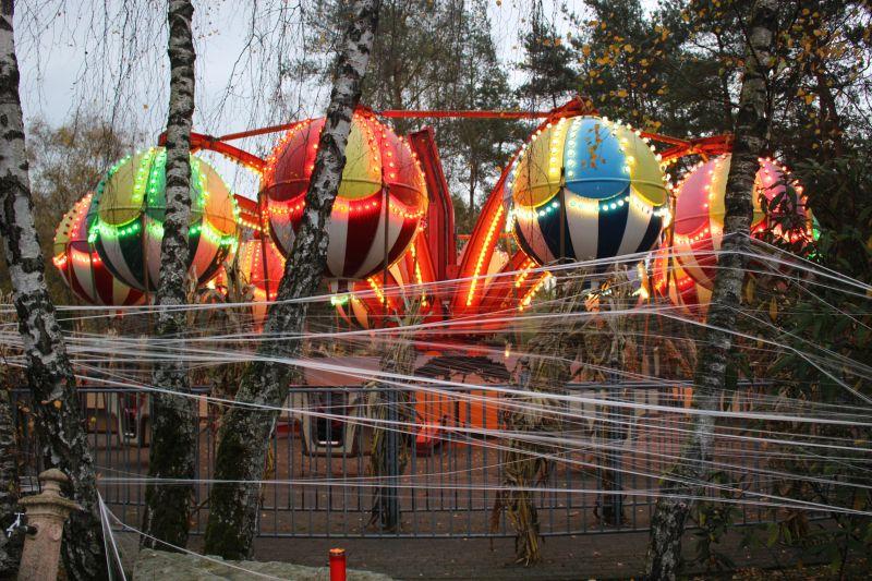 Karussel an Halloween im Safaripark Stukenbrock