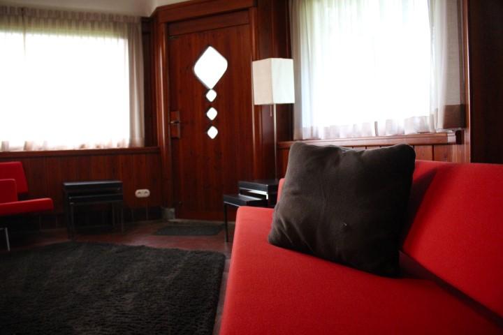 Sofa im Kaminzimmer im Atelier Roland Holst