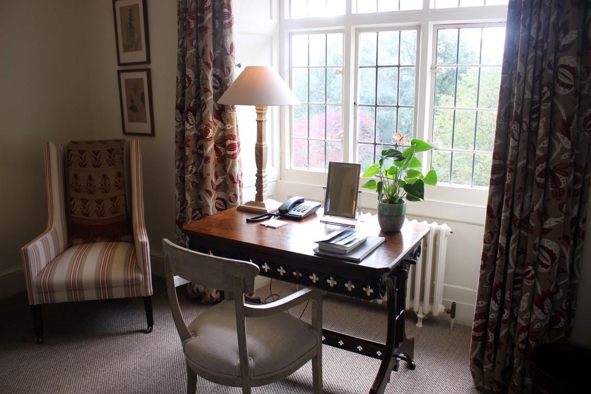 Schreibtisch in der Suite im Hotel Endsleigh