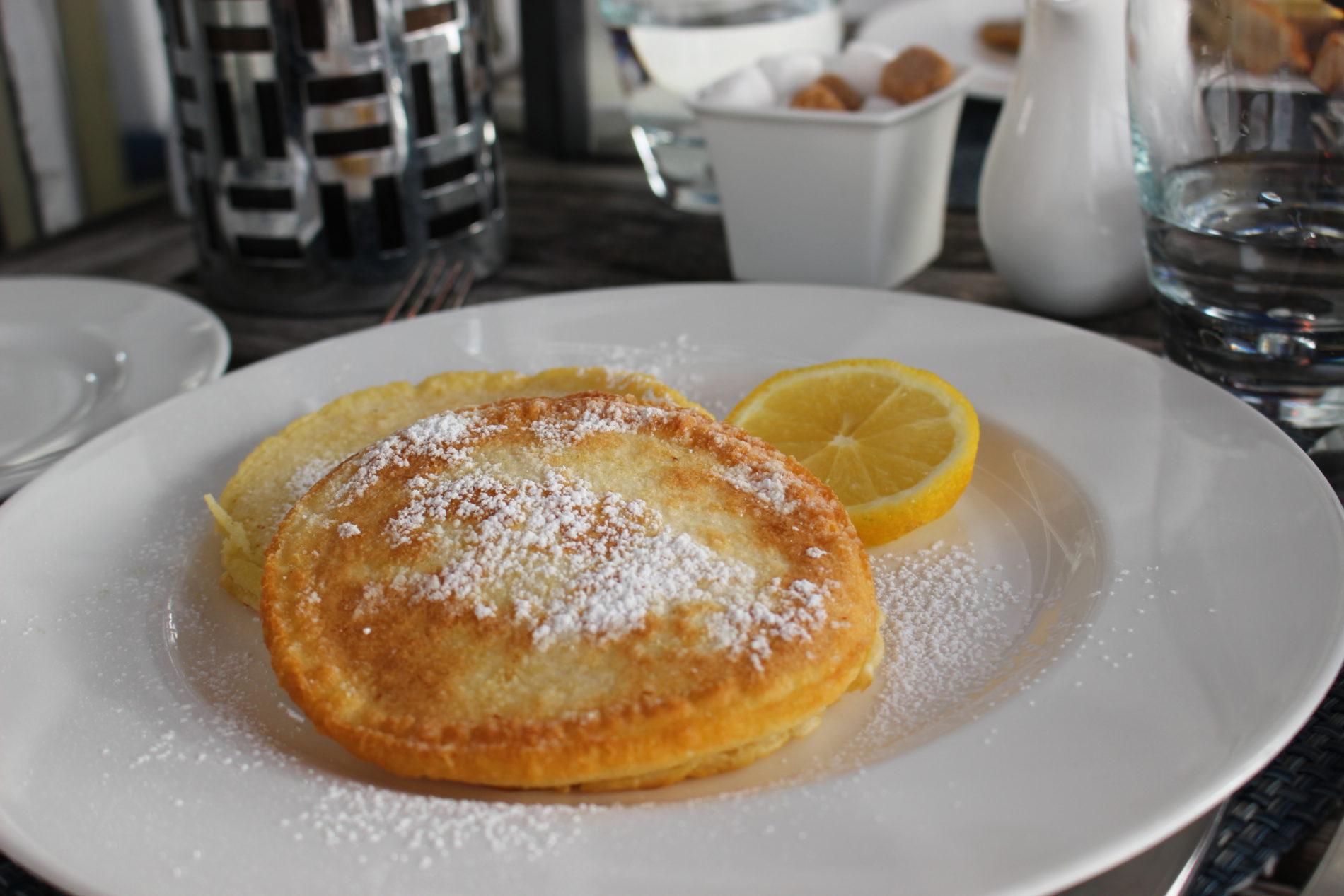 Amerikanische Pancakes mit Zitrone zum Frühstück [Rezept]
