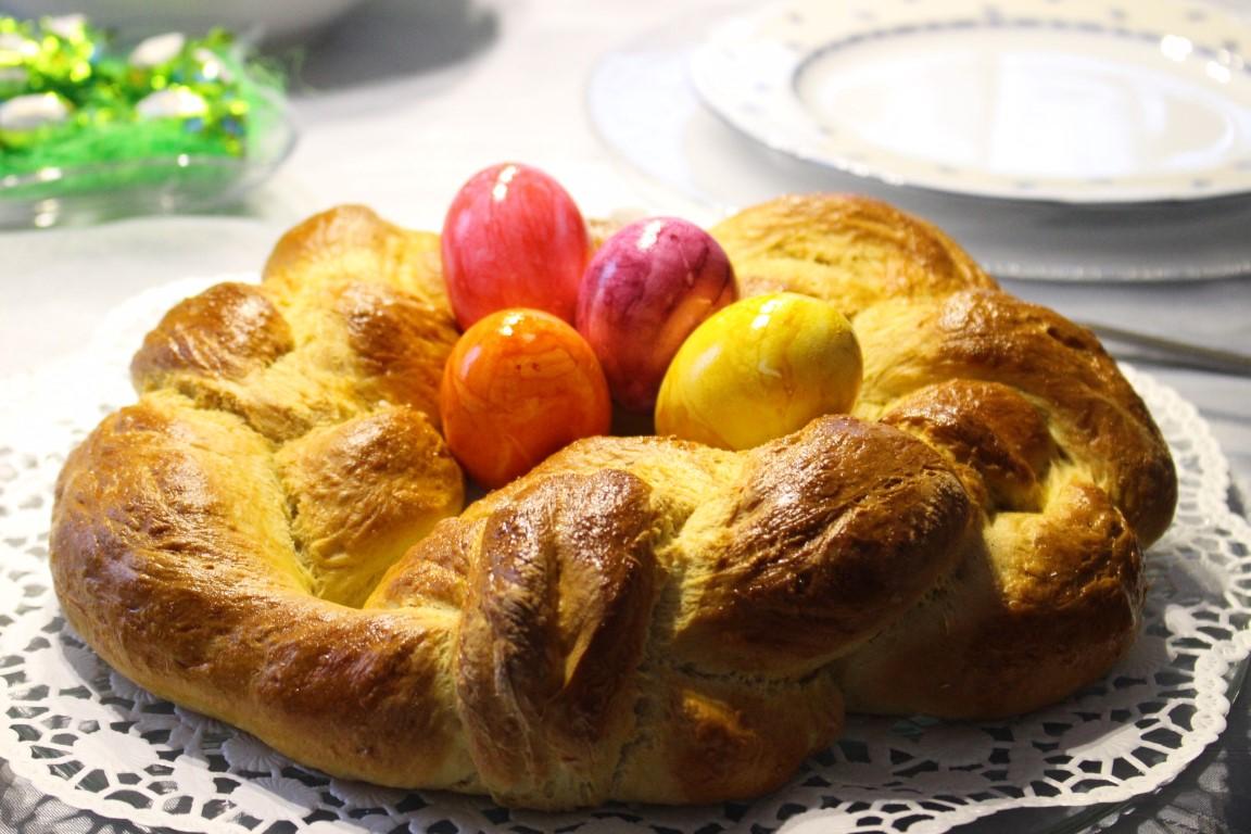 So gelingt der perfekte vegane Hefeteig für einen Hefezopf zu Ostern