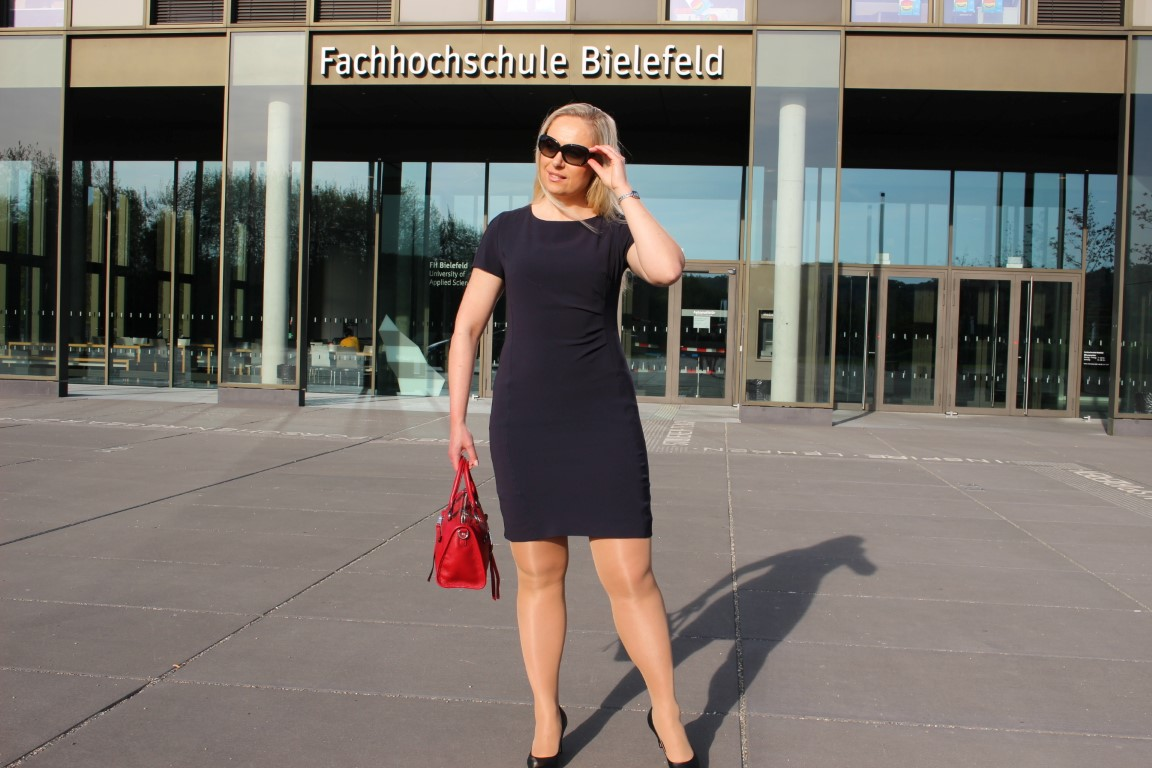 Semi Formal Dresscode im Sommer - Business Kleid