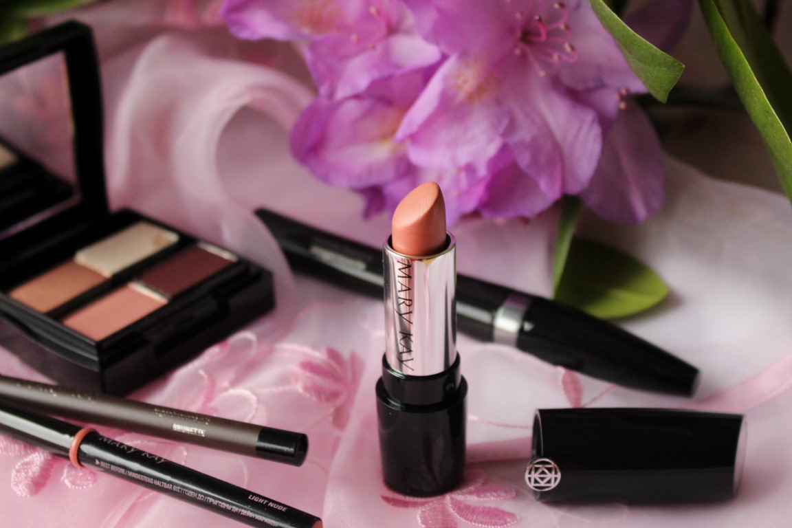 Das perfekte Nude Look Make-Up für heiße Tage im Sommer von Mary Kay