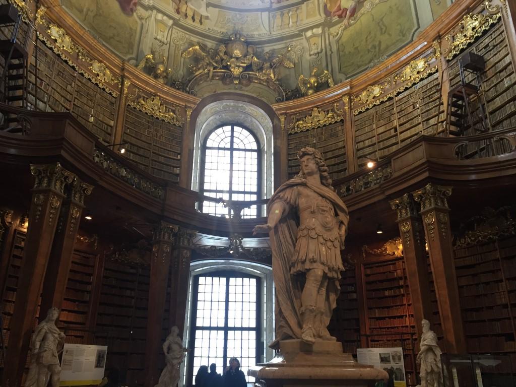 Statue im Prunksaal der Hofburg