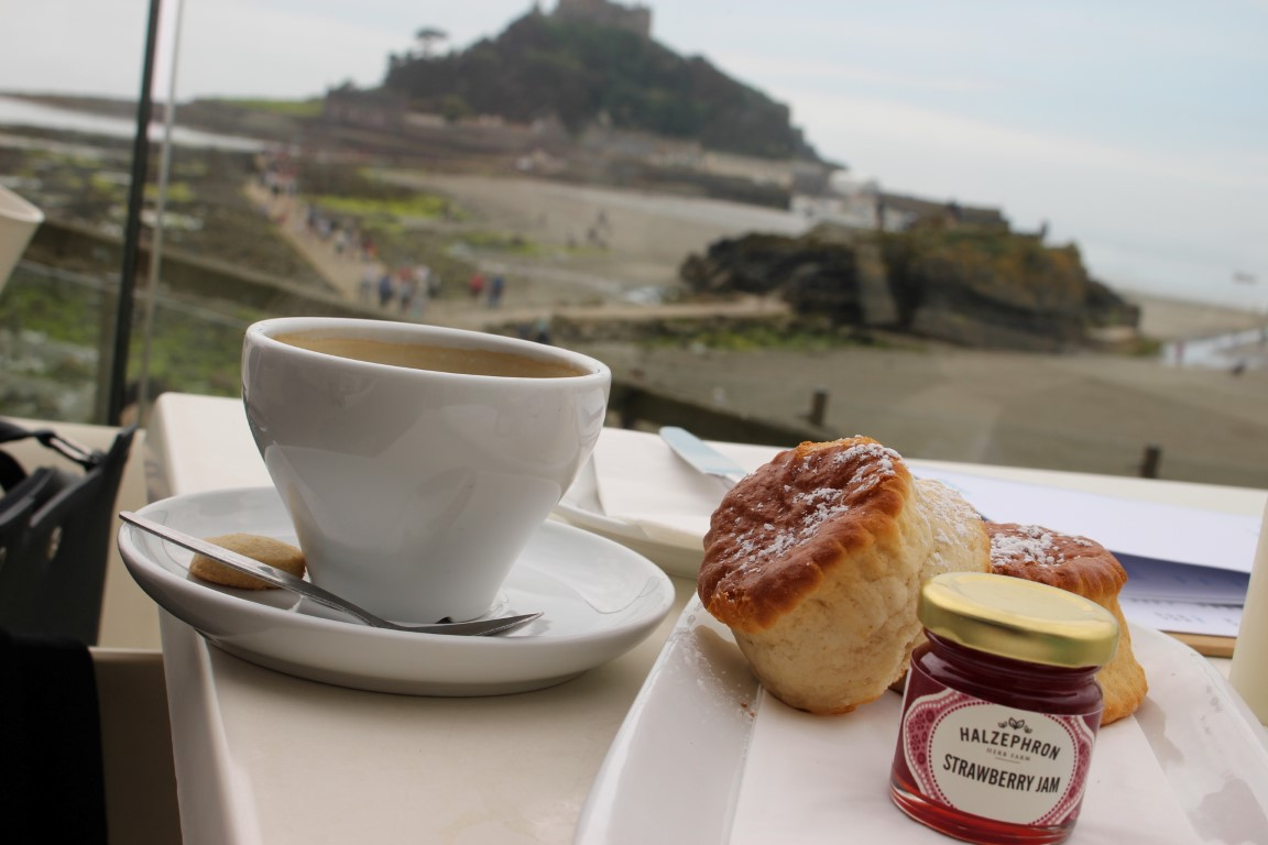 Cream Tea am Schloss St. Michael's Mount, Cornwall