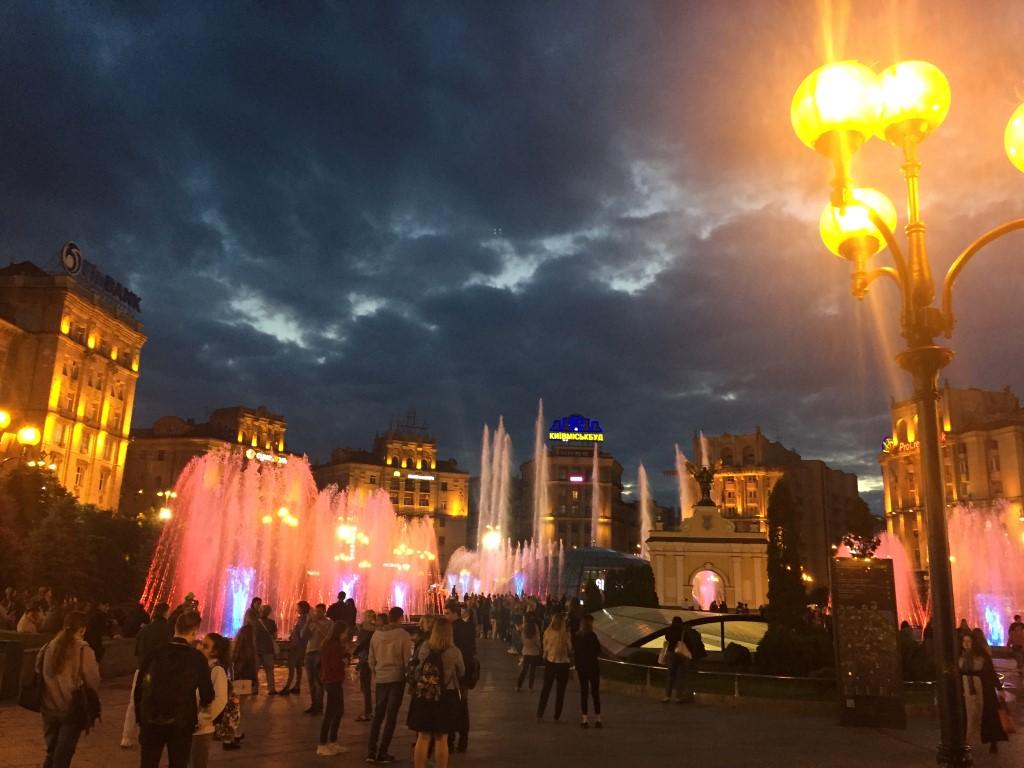 Der Majdan-Platz bei Nacht