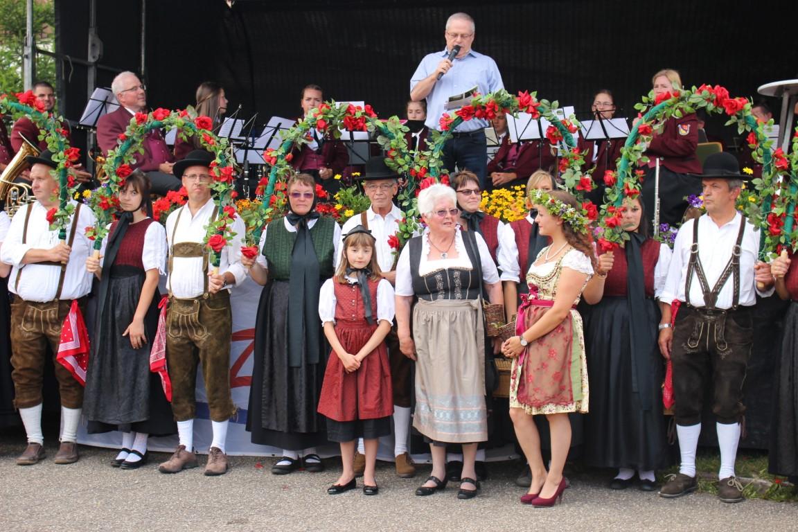 Heidelbeerfest Heidelbeerdorf Enzklösterle im Schwarzwald mit Heidelbeerprinzessin und Oma