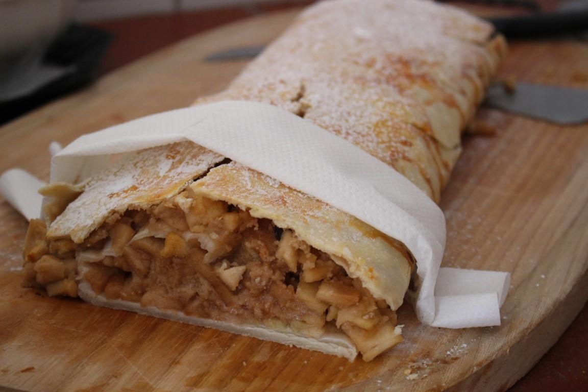 Tiroler Apfelstrudel selber backen: Rezept wie bei Oma