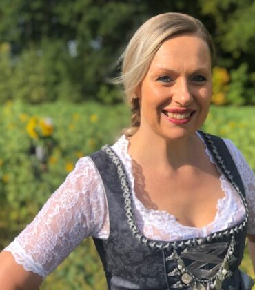 Dressed for Oktoberfest – top gekleidet im Dirndl von Stockerpoint