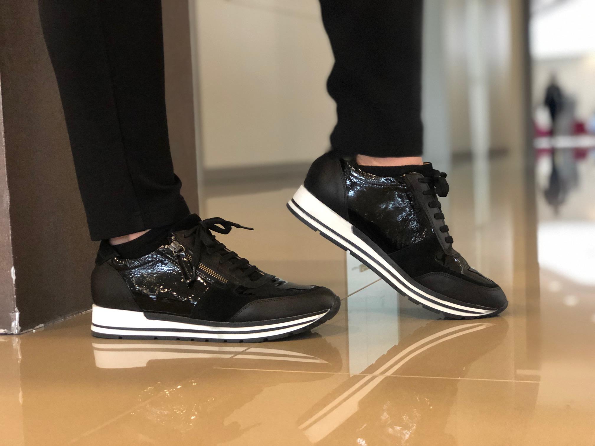 Schwarze Sneaker mit Lack von Manfied mit Leder